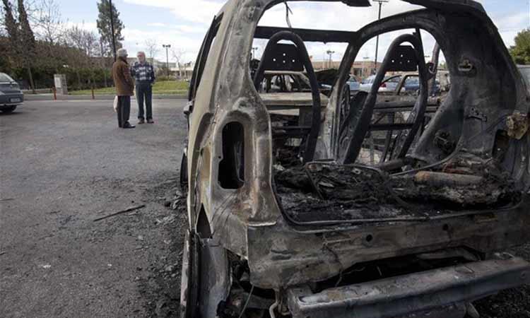 Εμπρηστική επίθεση τα ξημερώματα σε χώρο στάθμευσης της Τροχαίας Αττικής