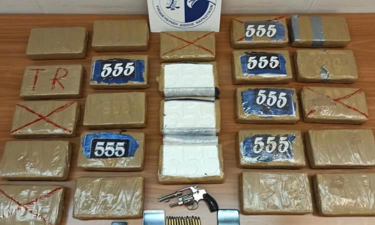 Χειροπέδες σε κύκλωμα που θα… έριχνε στην πιάτσα κοκαΐνη αξίας 1,2 εκατ. ευρώ από τη Λατινική Αμερική