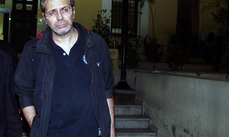 Απόπειρα δολοφονίας με στόχο τον Στέφανο Χίο – Τον πυροβόλησαν έξω από το σπίτι του, στα Βριλήσσια