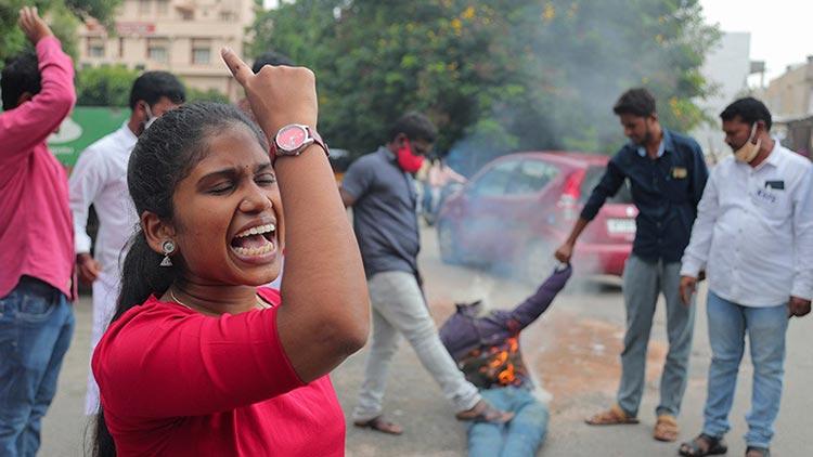 Ινδία: Δεύτερη γυναίκα από την κάστα «ντάλιτ» πέθανε αφού έπεσε θύμα ομαδικού βιασμού