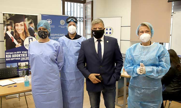 Συνεχίζονται τα προληπτικά τεστ Covid-19 από τα κλιμάκια της Περιφέρειας Αττικής και του ΙΣΑ σε δομές εκπαίδευσης και υγείας