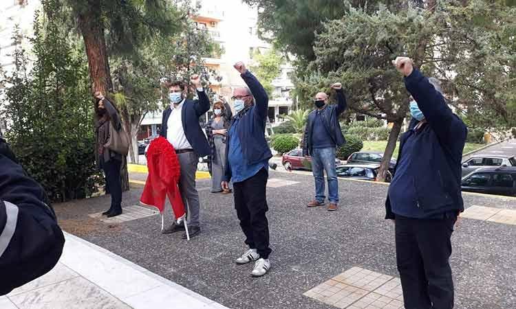 Κατάθεση στεφάνου στο μνημείο του Μπλόκου της Καλογρέζας από τη ΝΕΒΑ ΣΥΡΙΖΑ – Π.Σ. για την επέτειο του Πολυτεχνείου
