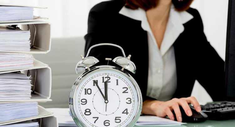 «Κλειδώνει» ωράριο εργασίας 10 ωρών και παρακολούθηση της ώρας προσέλευσης και αποχώρησης των μισθωτών