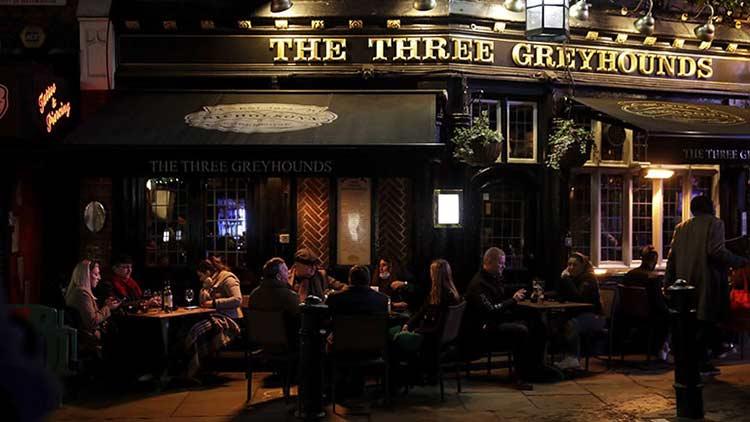 Βρετανία: Για τρίτη φορά από την αρχή της πανδημίας κλείνουν παμπ και εστιατόρια στο Λονδίνο