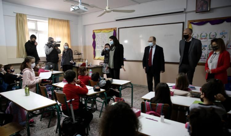 Η Ν. Κεραμέως επισκέφθηκε το 1ο Δημοτικό Σχολείο Μεταμόρφωσης
