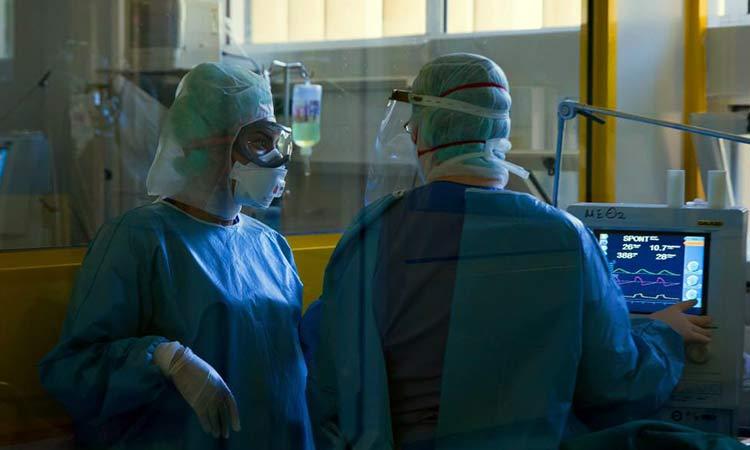 Στο «κόκκινο» 9 περιοχές της χώρας – Υψηλός ο αριθμός εισαγωγών στα νοσοκομεία