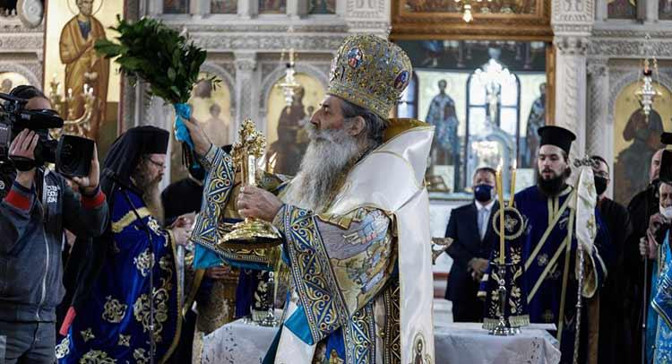 Θέμα στο Reuters ο εορτασμός των Θεοφανίων παρουσία πιστών εν μέσω πανδημίας