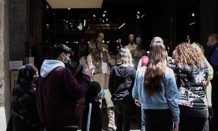 Ανοιχτά και με εκπτώσεις τα καταστήματα και τα σούπερ μάρκετ σήμερα Κυριακή – Το ωράριο λειτουργίας