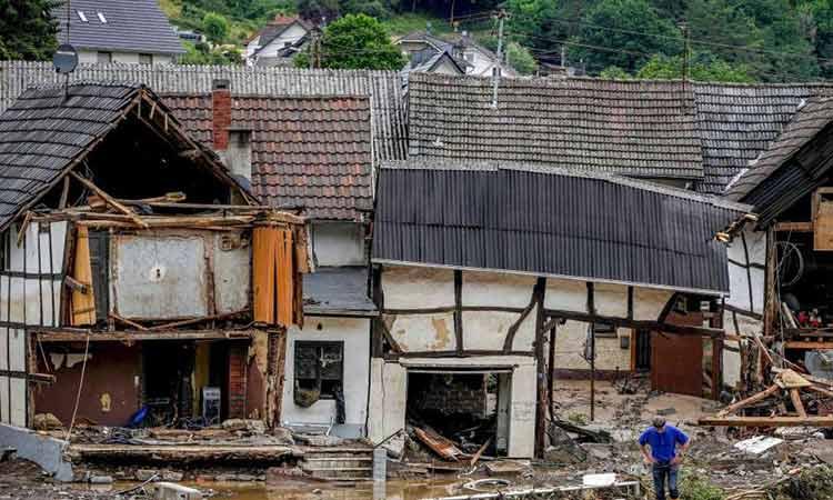 Γερμανία: Ξεπέρασαν τους 100 οι νεκροί από τις πλημμύρες – Παρασύρθηκαν και κατέρρευσαν σπίτια