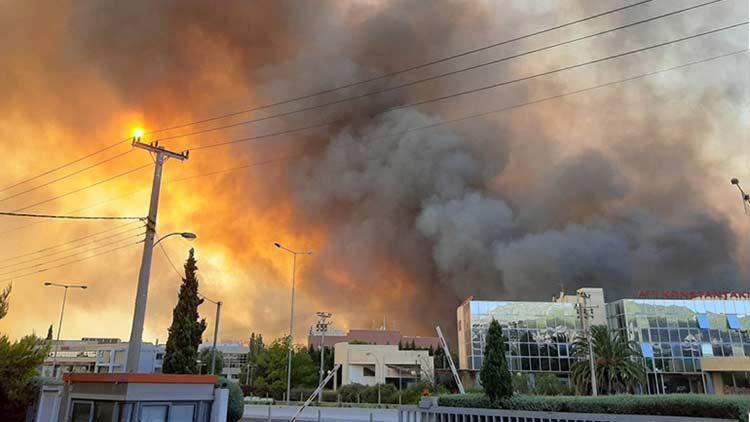 Καίγονται Βαρυμπόμπη, Αδάμες και Θρακομακεδόνες