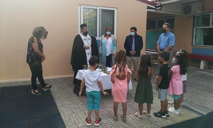 Ο δήμαρχος Λυκόβρυσης-Πεύκης σε αγιασμούς σχολείων του Δήμου