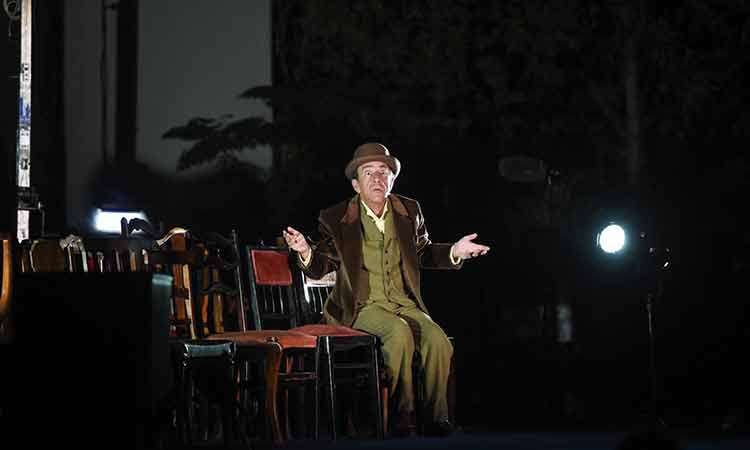 Καθήλωσε το κοινό η παράσταση «Λούκης Λάρας» στο Cine Φιλοθέη