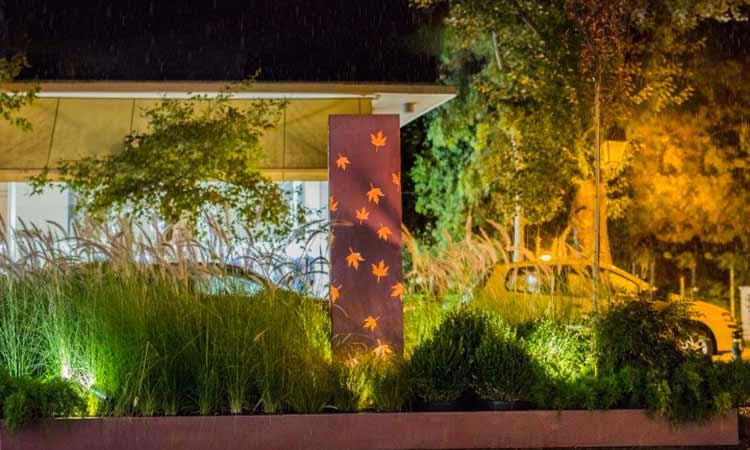 Το κέντρο της Κηφισιάς γέμισε με φθινοπωρινές συνθέσεις από την Ανθοκομική Έκθεση