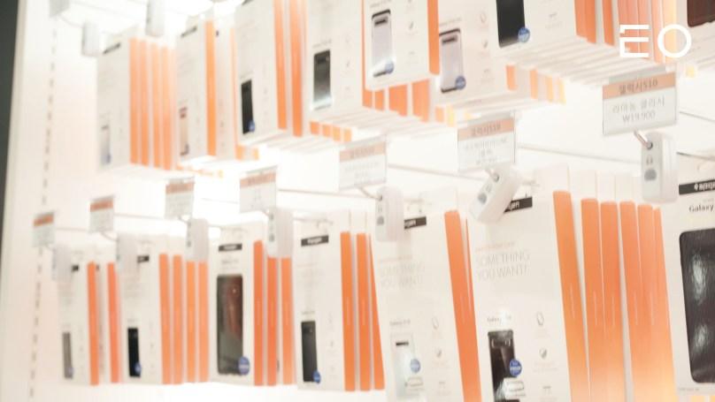 슈피겐의 핸드폰 케이스 제품