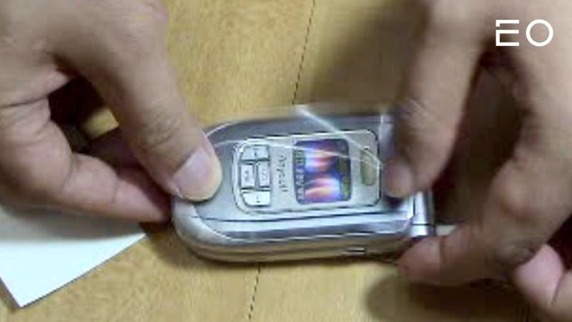 슈피겐 김대영 대표가 사업 초기에 투명 코팅지로 만든 핸드폰 케이스