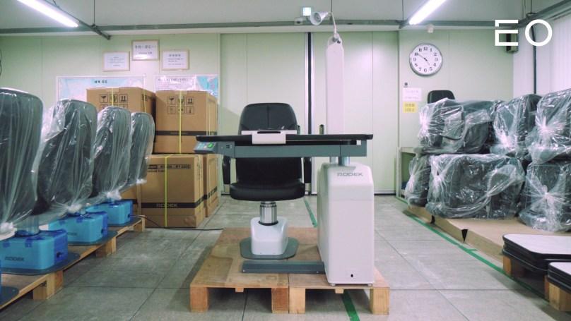 로덱에서 개발한 안과용 의자