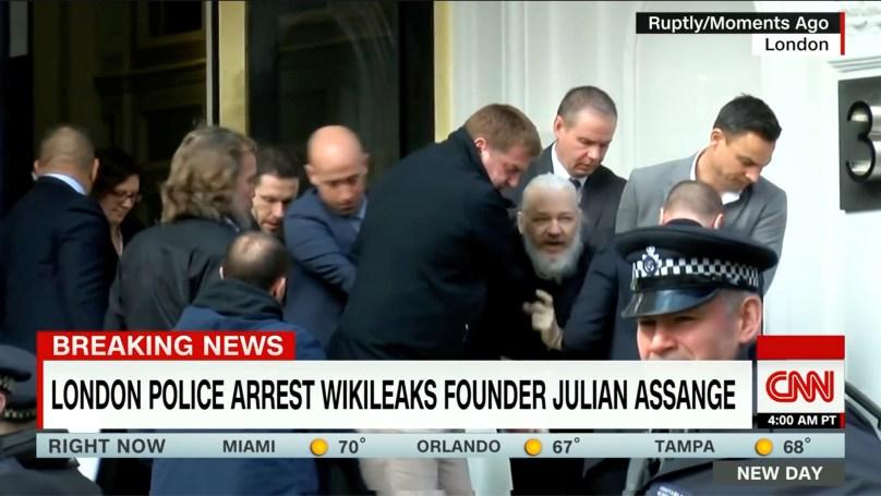 위키리크스 창립자 줄리안 어산지가 체포될 당시의 CNN 보도