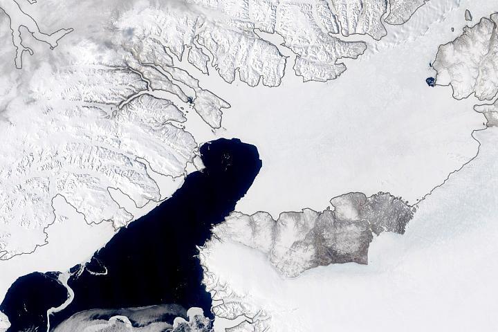 Ice Arch Persists Despite Warm Arctic