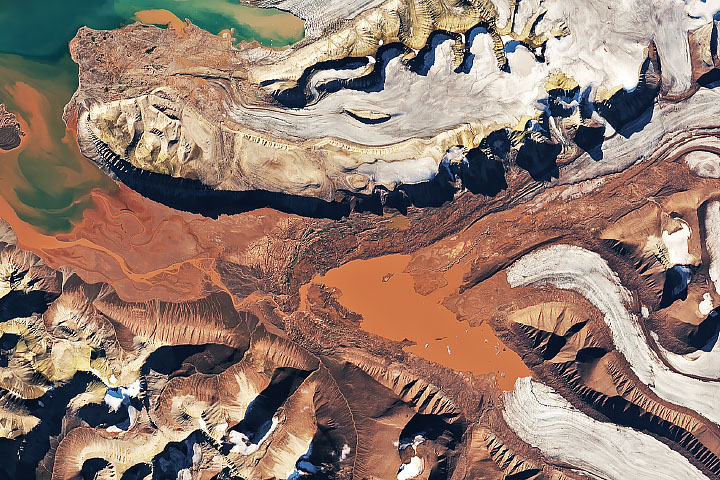 A Swirl of Old Supercontinent Silt