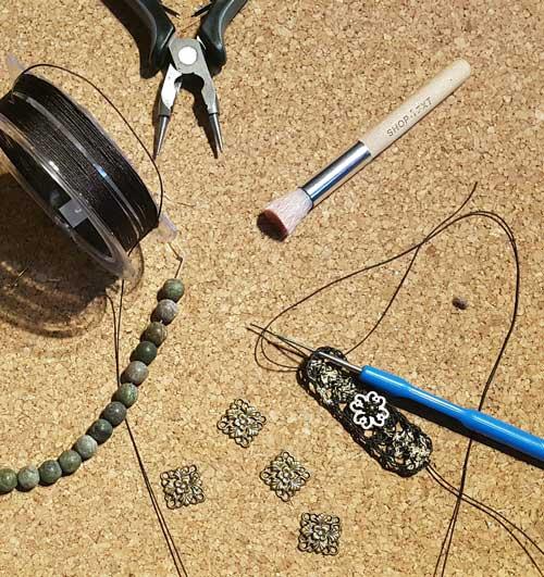 Atelier de création de bijoux de créateur en crochet