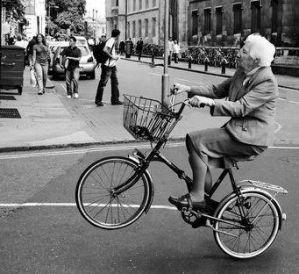 Nonna in bici