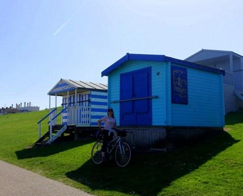 casette colorate sulla spiaggia