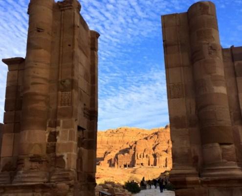 strada verso le Royal Tombs a Petra