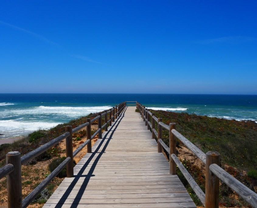 passerella verso il mare lungo il Cammino