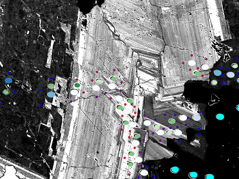 Map of a zoned dolomite crystal in a quartz matrix from the Strelley Pool Formation created using GIS software.