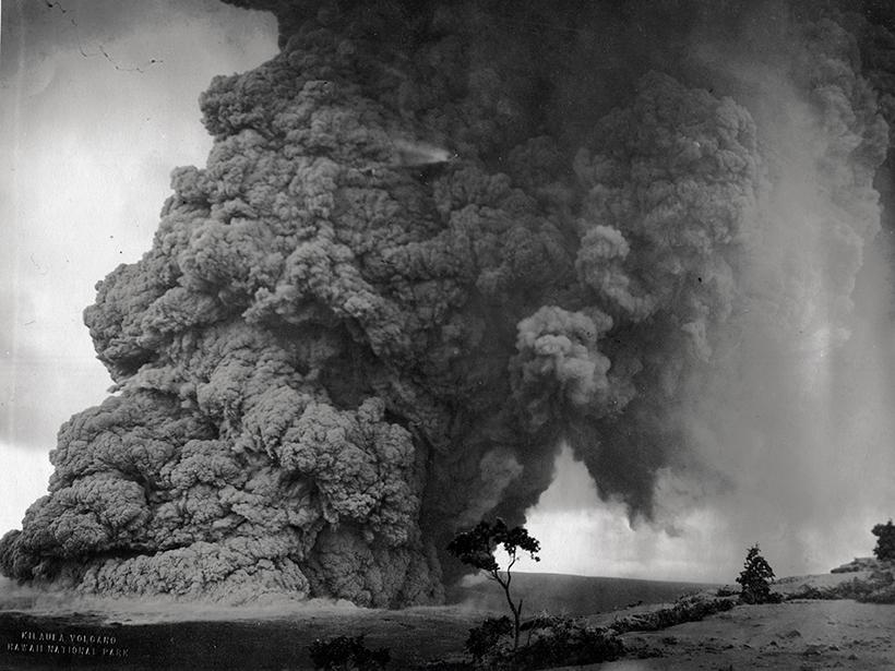 Halema'uma'u crater ash plume from 1924