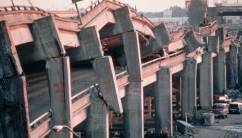 A collapsed portion of freeway after the Loma Prieta earthquake