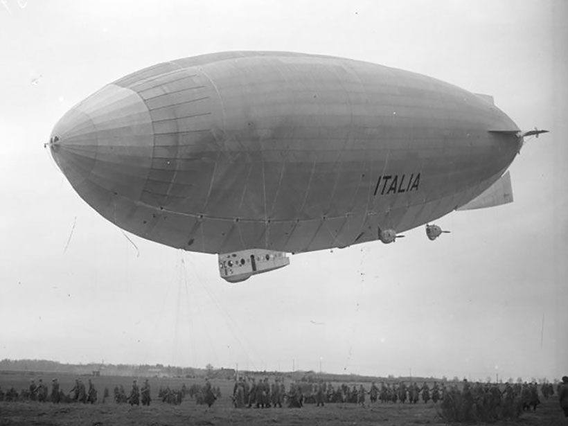 The dirigible Italia docked at the base camp in Ny-Ålesund, Svalbard, prior to its crash