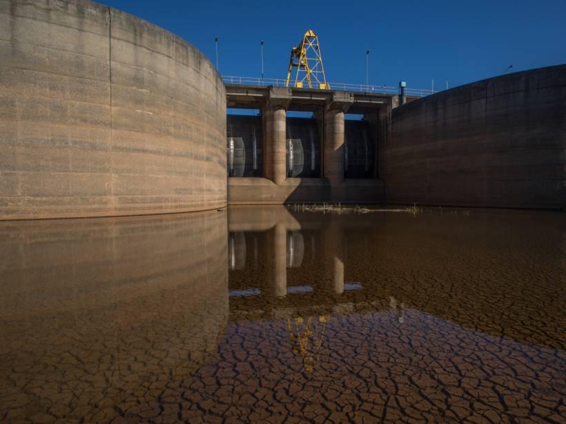 Dam gates over nearly dry land
