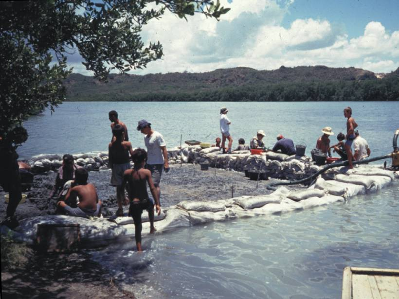 Scientists excavate the remains of a Taíno house at Los Buchillones, Cuba.