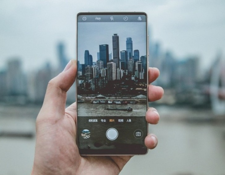 Zte Nubia Z18 Has The Coolest Solution For The Notch, And It Doesn