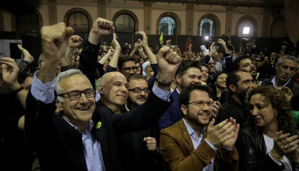 ERC pren el relleu a CiU com a primera força municipal a Catalunya