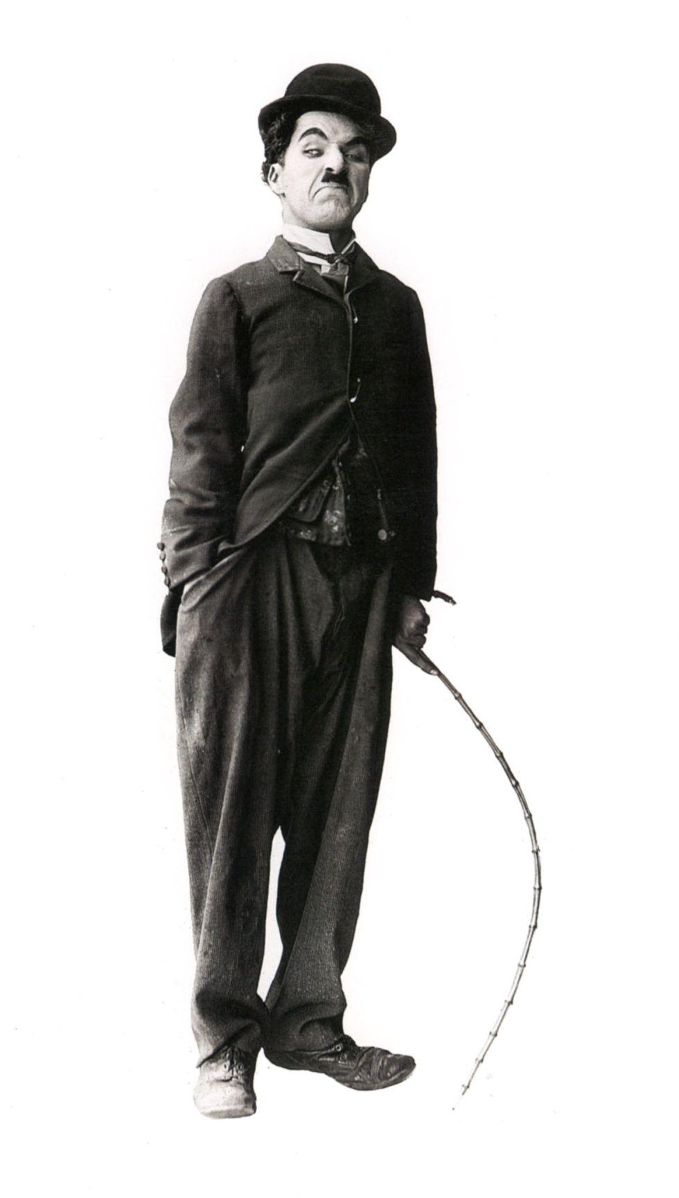 Charles Chaplin caracterizado como el legendario Charlot