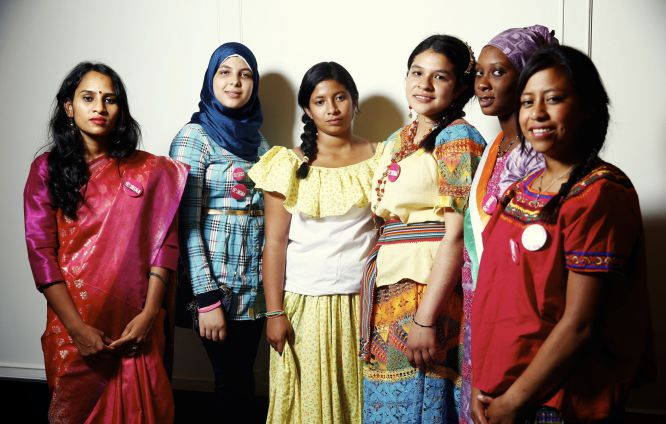 Seis jóvenes comparten sus historias de discriminación y lucha.