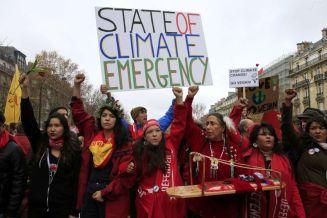 Representantes de los pueblos indígenas se manifiestan en París.