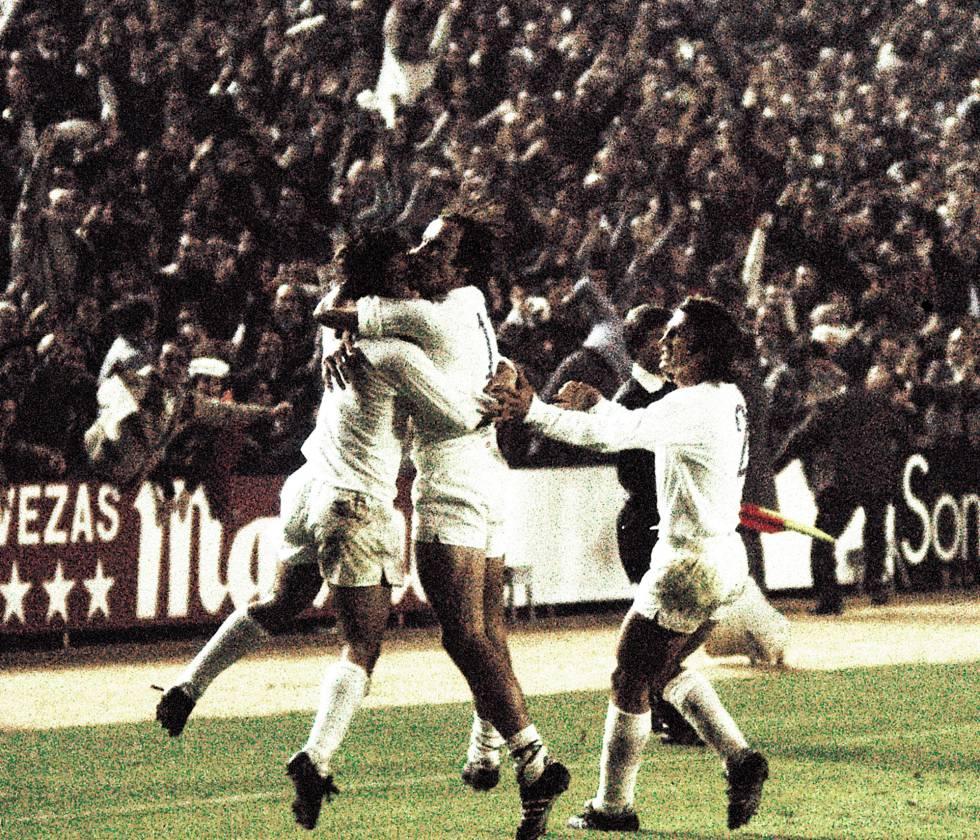 REAL MADRID 5; DERBY COUNTY, 1 (1975). El 5 de noviembre de 1975 tuvo lugar la primera gran remontada de la época moderna del Real Madrid. Se jugaban los octavos de final de la Copa de Europa y el rival de los blancos era el Derby County británico. El partido de ida se saldó con un contundente 4-1 para los ingleses. Aunque el gol de Pirri en la ida daba algo de esperanza a los blancos de cara a la vuelta, la remontada se antojaba épica, más todavía cuando acabó la primera parte con un pobre 1-0 que no servía para mucho al equipo entrenado por Miljan Miljanić. En la segunda parte, los blancos consiguieron ponerse 3-0 pero el Derby consiguió recortar distancias y ponerse por delante en la eliminatoria. De nuevo Pirri consiguió marcar y colocar el 4-1 que mandaba el choque a la prórroga. Ya en el tiempo extra Santillana consiguió el definitivo 5-1 y la clasificación para cuartos de final del Real Madrid.
