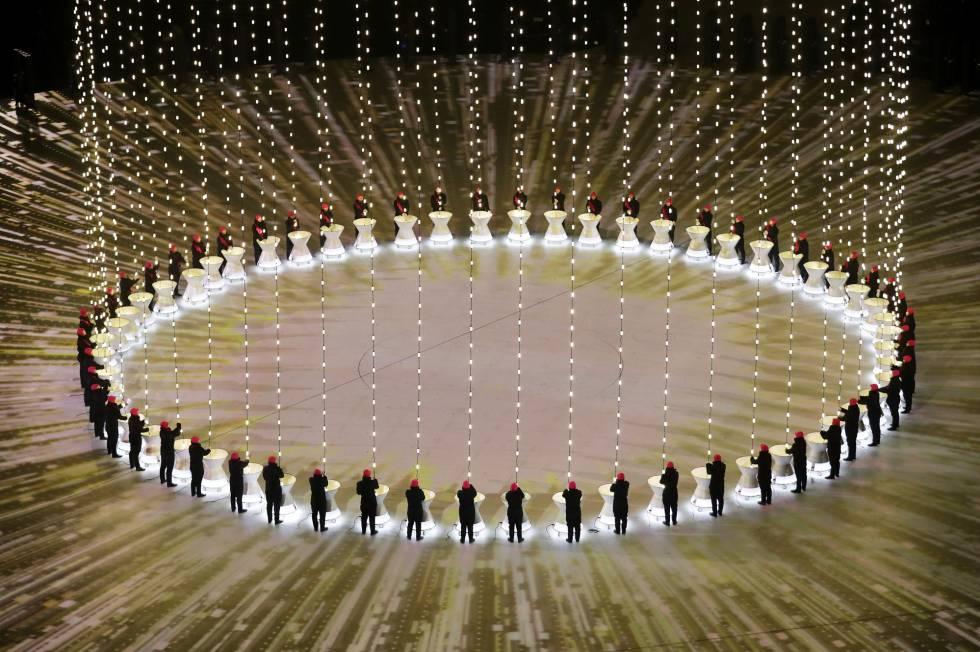 Vista general de una de las actuaciones durante la ceremonia de inauguración de los Juegos Olímpicos de Invierno 2018 en el estadio olímpico de Pyeongchang, el 9 de febrero de 2018.