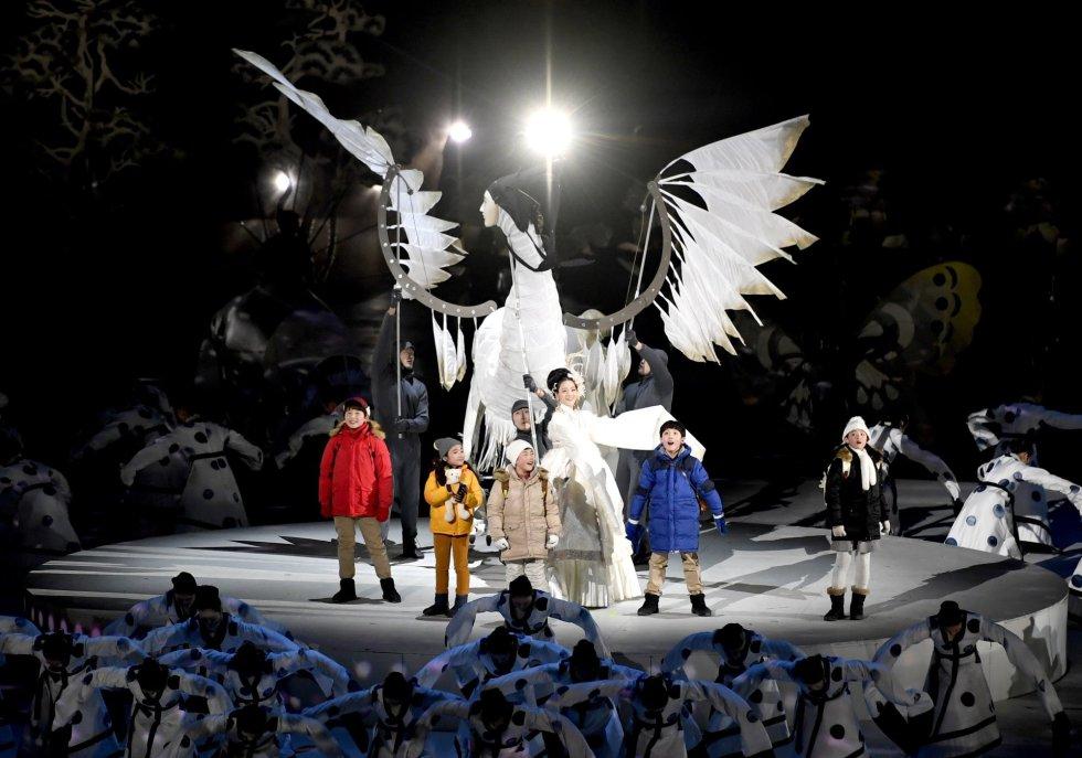 5 niños durante su actuación en la ceremonia de inauguración de los Juegos Olímpicos de Invierno en Pyeongchang, el 9 de febrero de 2018.