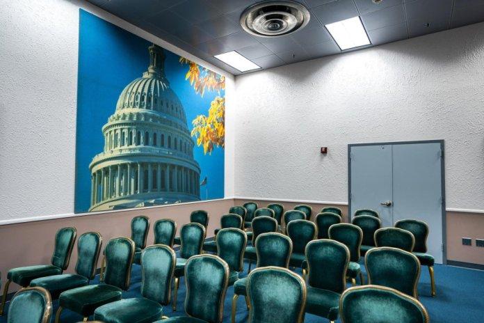 La sala de información de la prensa dentro de un búnker nuclear de la Guerra Fría en White Sulpher Springs. También cuenta con cámaras de descontaminación y una unidad de cuidados intensivos.