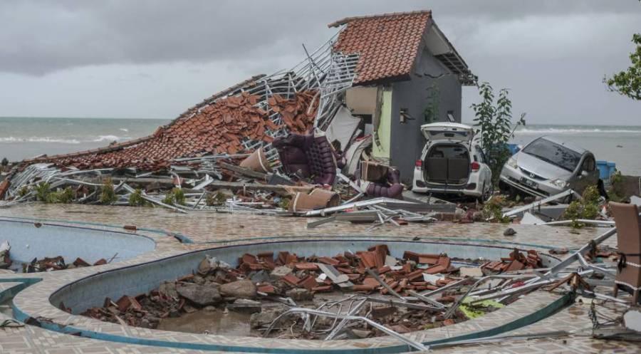 Zona residencial destruida tras el tsunami en la Carita (Indonesia).