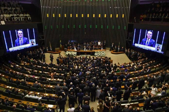 El presidente electo de Brasil, Jair Bolsonaro se dirige al Congreso durante el juramento del cargo, en Brasilia.