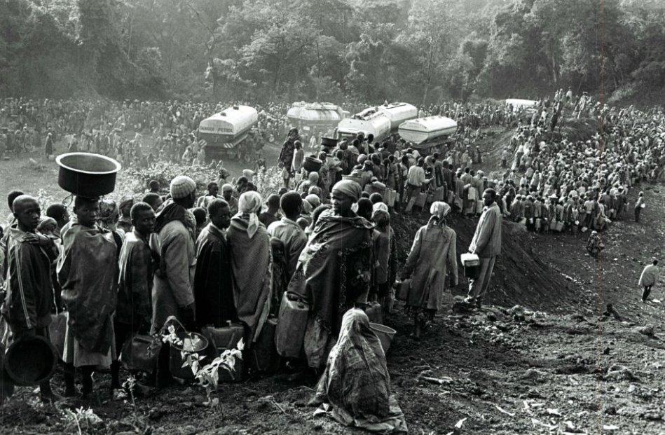 Antes fueron los tutsis los que huían de la muerte, y ahora lo hacen los hutus. Miles de personas escapaban del avance del Frente Patriótico Ruandés (FPR), de mayoría tutsi, hacia la ciudad congolesa de Goma, al oeste de Ruanda. Unos 350.000 refugiados llegaron en esos días a la ciudad.