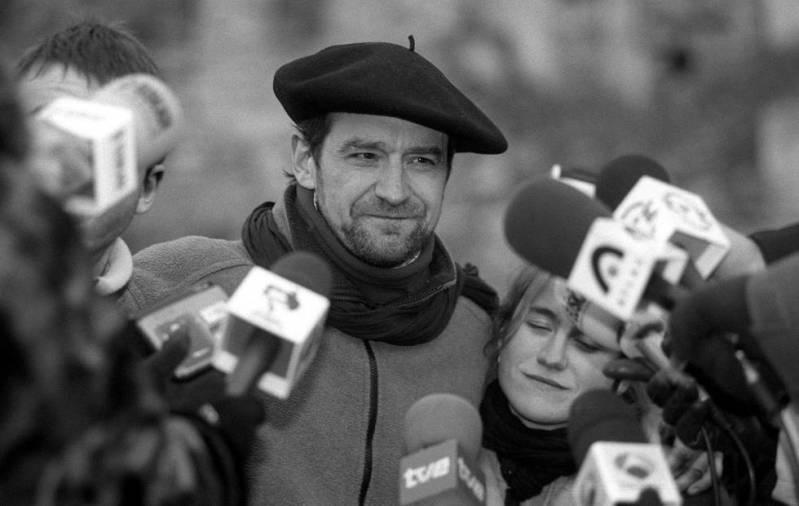 Josu Ternera, a su salida de la cárcel de Nanclares de Oca (Álava) tras ser puesto en libertad por el Tribunal Supremo, en enero de 2000.