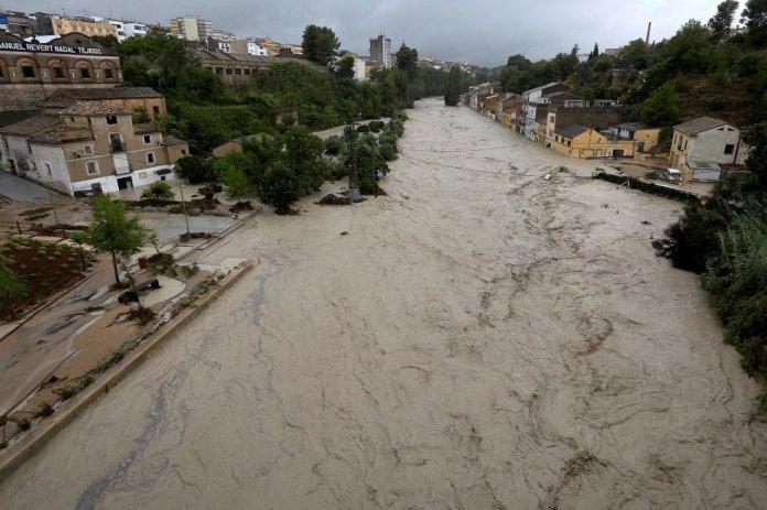 Vista del río Clariano a su paso por Ontinyent (Valencia).