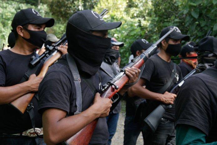 Este grupo consiguió algunas de sus armas al sustraérselas a un convoy de la Guardia Nacional en la carretera, según informaron medios locales.