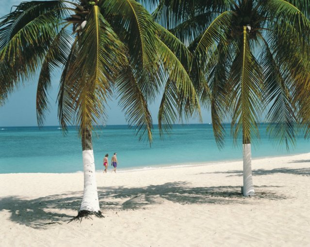 A praia Seven Mile, nas caribenhas Ilhas Caimán, ocupa o quinto posto das melhores praias do mundo. Uma praia que se encontra na Grande Caimán, a maior das três ilhas, e onde se concentram os principais hotéis e restaurantes.